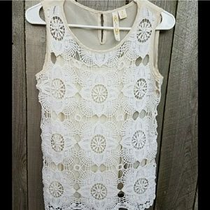 Beautiful crochet overlay ivory & white tank top